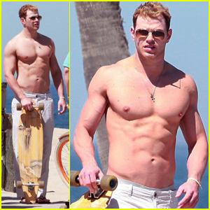 Kellan Lutz: Shirtless Skateboarding in Venice Beach!