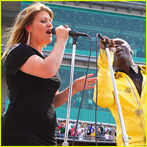 Kelly Clarkson: National Anthem at Indy 500!