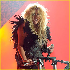 Ke$ha: 'Blow' Performance at the Billboard Awards!
