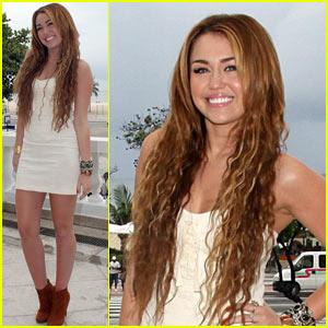 Miley Cyrus: Loving Rio!
