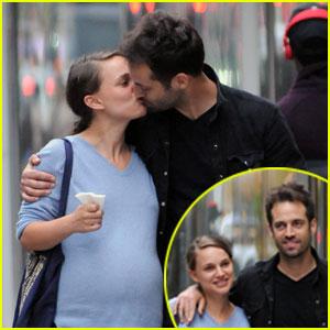 Natalie Portman & Benjamin Millepied: Kissy Dinner Date