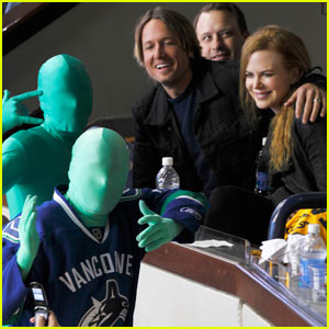 Nicole Kidman & Keith Urban: Canucks Green Men Pic!