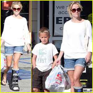 Reese Witherspoon: Brentwood with Deacon!
