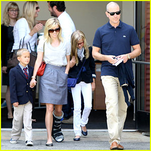 Reese Witherspoon Wears Cast on Mother's Day