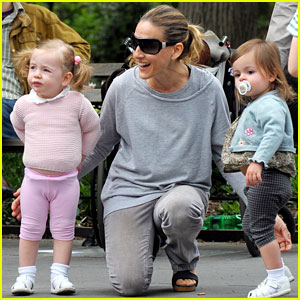 Sarah Jessica Parker: NYC Day Out with the Family!