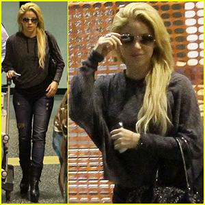Shakira: Late Milan Arrival!
