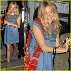 Sienna Miller: Smiley Stage Door Lady!