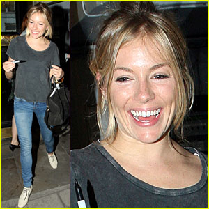 Sienna Miller: Post-Show Smiley!