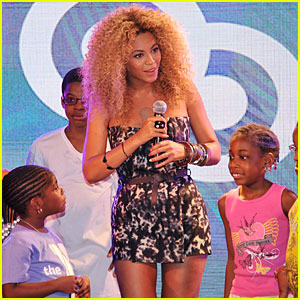 Beyonce Surprises Young Fans at Harlem Target