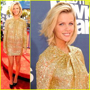 Brookyn Decker - MTV Movie Awards 2011 Red Carpet
