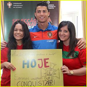 Cristiano Ronaldo: Autographs for Fans!