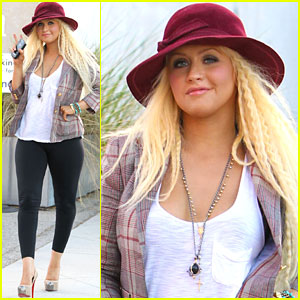 Christina Aguilera: Bickering Buddies with Adam Levine!