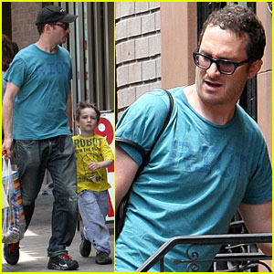 Darren Aronofsky Catches a Cab with Henry