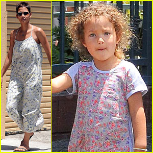 Halle Berry Gets Ice Cream with Nahla!