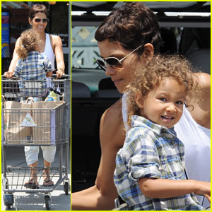 Halle Berry & Nahla: Grocery Girls
