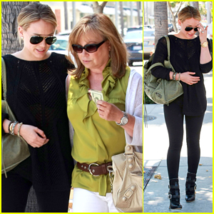 Hilary Duff: Lunch with Mom in Beverly Hills!
