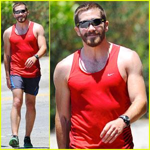Jake Gyllenhaal: Jogging with Michael Pena!
