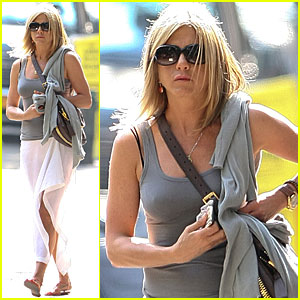 Jennifer Aniston Receiving Star on Hollywood Walk of Fame!