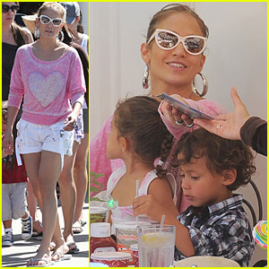 Jennifer Lopez: Disneyland with the Twins!