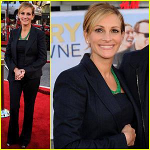 Julia Roberts: 'Larry Crowne' Premiere with Tom Hanks!