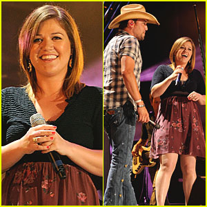 Kelly Clarkson: CMA Music Festival with Jason Aldean!