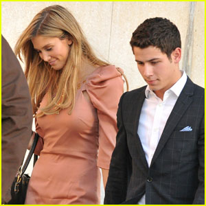 Nick Jonas & Delta Goodrem: Cafe Pinot Pair