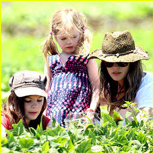 Rachel Bilson: Vegetable Picking with Hattie & Rosemary!