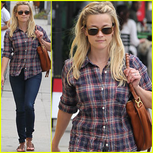 Reese Witherspoon: Tanning Salon Cutie!