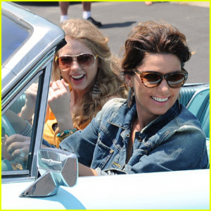 Taylor Swift & Shania Twain Recreate Thelma & Louise