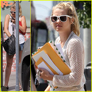 Teresa Palmer Reads Her Fan Mail!