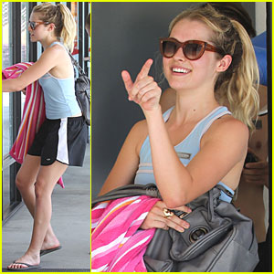Teresa Palmer: Bikram Yoga with Girlfriends!