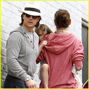 Tom Cruise & Katie Holmes: Studio Visit with Suri!