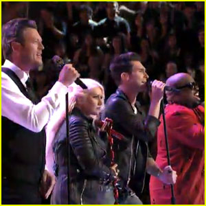 Christina Aguilera: 'Under Pressure' with 'Voice' Coaches!