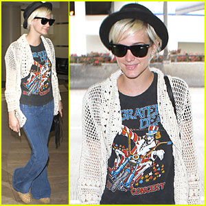 Ashlee Simpson: Grateful Dead Tee at LAX