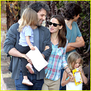 Ben Affleck & Jennifer Garner: Sunday Brunch with the Girls!