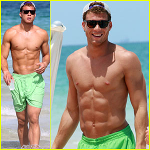 Blake Griffin: Shirtless Sun Time in Miami!