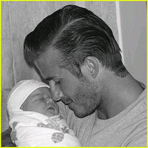 David & Victoria Beckham: Harper's First Pics!!