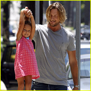 Gabriel Aubry Gives Nahla a Lift!