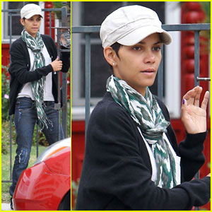 Halle Berry: Makeup Free School Run