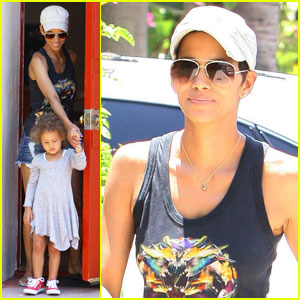Halle Berry: Nahla Makes A Dreamcatcher!