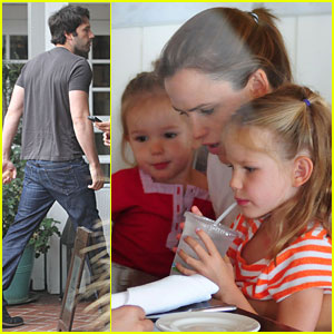 Jennifer Garner & Ben Affleck: Brunch with the Girls!