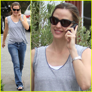 Jennifer Garner: Tea Time at the Brentwood Country Mart