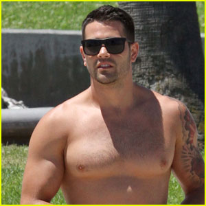 Jesse Metcalfe: Shirtless with Mystery Woman!