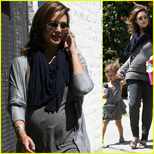 Jessica Alba: After School Stroll with Honor!