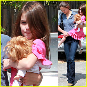 Katie Holmes & Suri Cruise: Dance Shoe Shoppers!