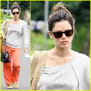 Rachel Bilson Works on Her 'To Do List'