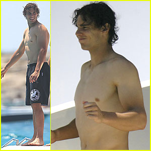 Rafael Nadal: Shirtless in Spain!