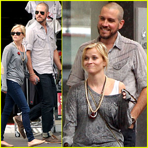 Reese Witherspoon & Jim Toth: Honeymoon Shoppers!