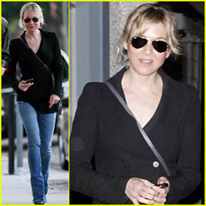Renee Zellweger: Night Out in Santa Monica!