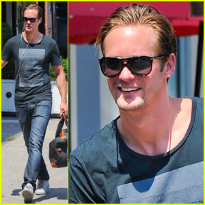 Alexander Skarsgard: Fan Friendly in NYC!